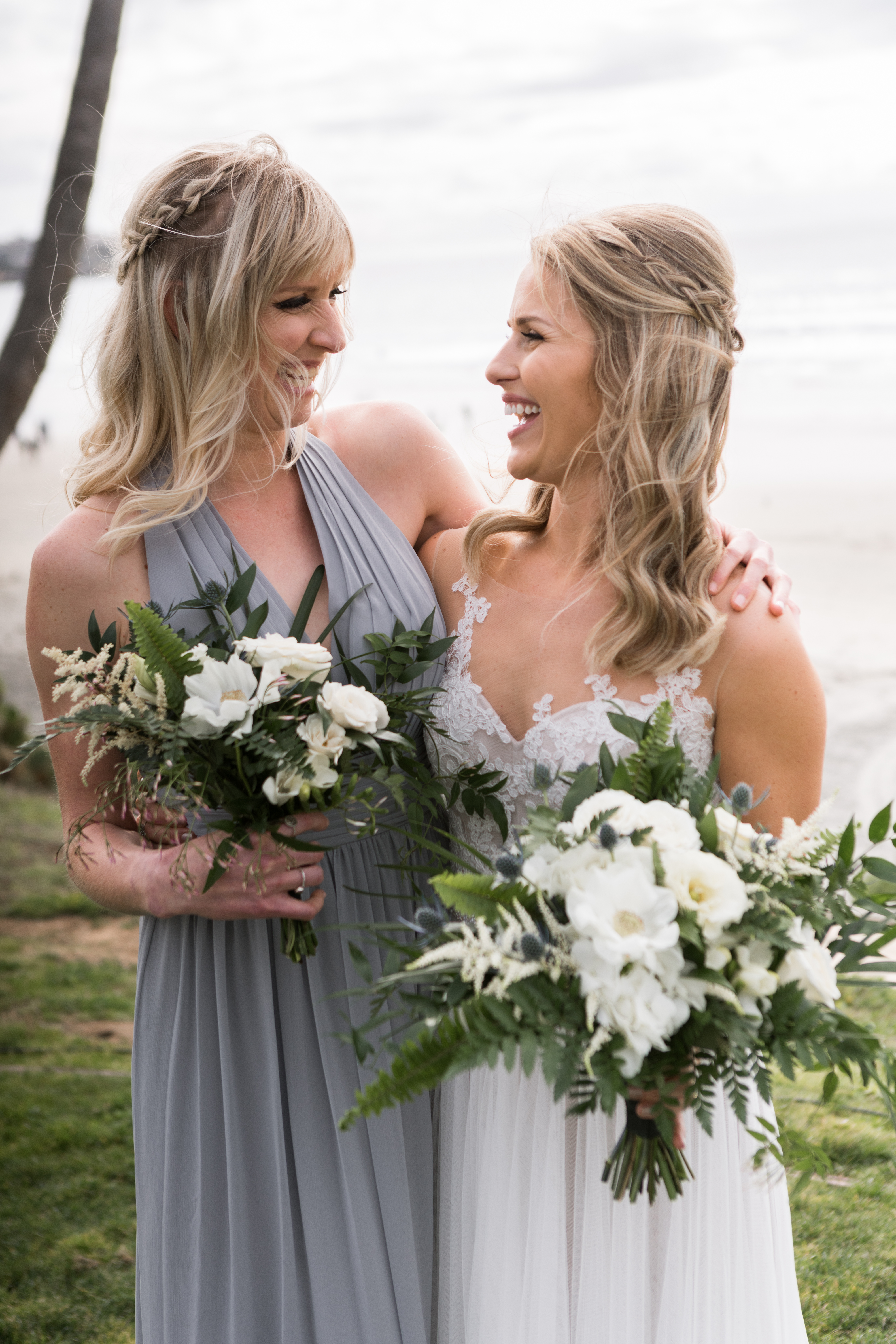 Abbey and Dean's Wedding took place at Scripps Seaside Forum on a misty grey beach day. The white and blue flowers with a tropical twist went beautiful with the overcast afternoon!